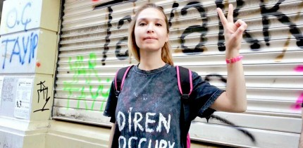 occupy-gezi-girl-peace-sign